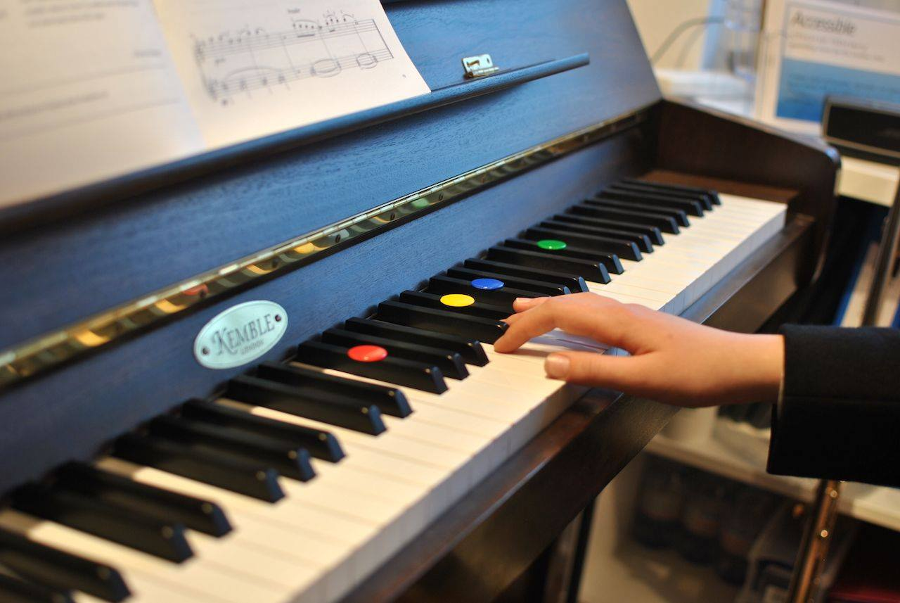 Making beginner piano lessons fun!
