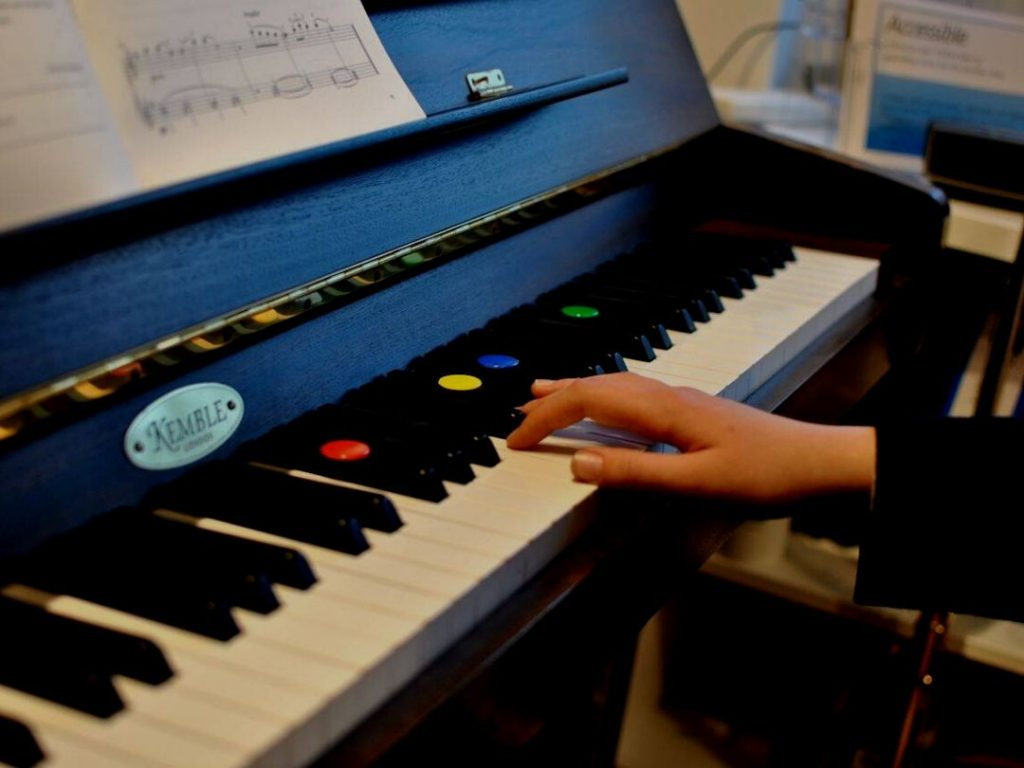Read more about the article Beginner Piano Lessons: 3 Essential Ingredients