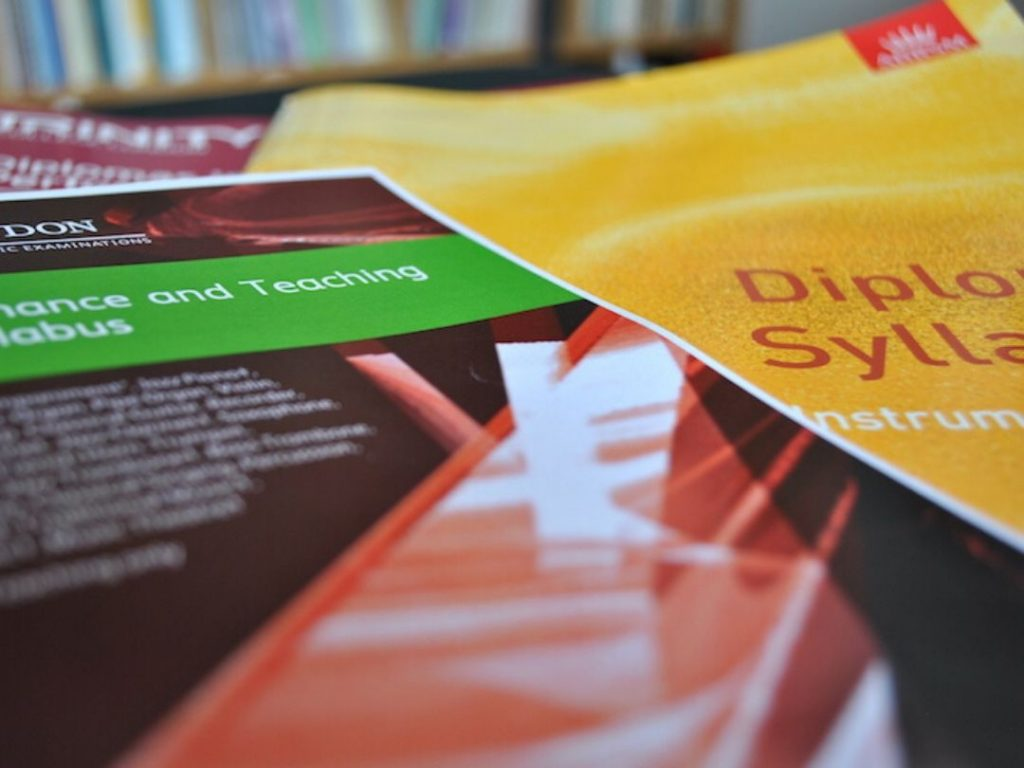 Read more about the article Teaching Diplomas: Does Teaching Experience Help?